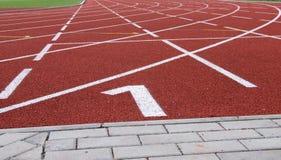 Rubberrenbaan bij het stadion van atletensporten Stock Afbeelding