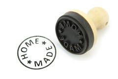 Rubberzegel met NAAR HUIS GEMAAKTE teksten op wit Royalty-vrije Stock Foto's