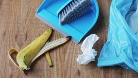 Rubbish сумка с деталями погани и чистки дома сток-видео