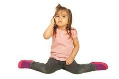rubbning för mobil telefon för flicka talande Royaltyfri Bild