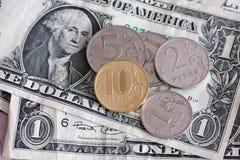 Rubel-Münzen und Dollar Lizenzfreie Stockbilder