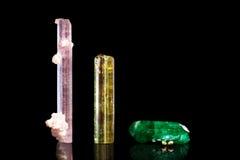 Rubellite,绿色和黄色电气石,小组三矿物s 库存照片
