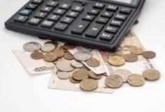 Rubelmünzen und -taschenrechner Stockfotos