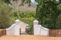 Rubieżna ściana i drewniany most Zdjęcia Royalty Free