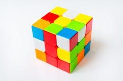 Rubik在白色背景隔绝的` s立方体 免版税库存图片