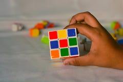 Rubik& misturado x27; cubo de s fotos de stock royalty free