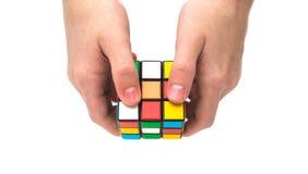Rubik s sześcian w ręce Zdjęcia Stock
