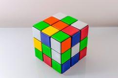 Нерешённый куб Rubiks Стоковые Изображения