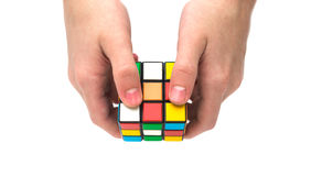Rubiks kubus ter beschikking Stock Foto's