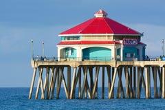 Rubiner på Huntington Beachpir Arkivbilder