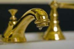 Rubinetto d'ottone v3 della stanza da bagno immagine stock libera da diritti