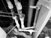 Rubinetto e collegamento flessibile per il rifornimento idrico - acqua di rubinetto immagine stock libera da diritti