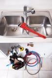 Rubinetto e lavandino di acqua della cucina Fotografie Stock