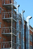 Rubino lungo la facciata della costruzione Fotografia Stock Libera da Diritti