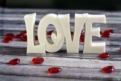 Rubinowi serca wokoło miłości Zdjęcie Stock