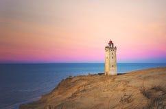 Rubjerg Knude latarni morskiej pozycja na falezie w Dani zdjęcia stock