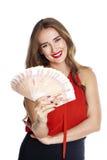 rubles ryss Ung lycklig kvinna som rymmer en fan av pengar arkivfoton