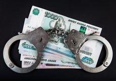 Rubli russe e manette Fotografie Stock Libere da Diritti