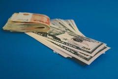 Rublo e d?lar O esfor?o do rublo e do d?lar no mundo financeiro moderno Rela??o da moeda, conceito imagem de stock royalty free