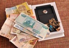 Rublo, hryvnia, joia e mini-seguro em um backgroun homogêneo fotos de stock royalty free