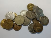 Rublos das moedas de Rússia com fundo branco imagens de stock
