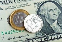 Rublos de moneda sobre euro y dólar Imágenes de archivo libres de regalías