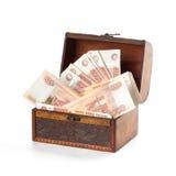 Rublos de mucho dinero del ruso en pecho imagen de archivo