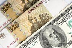 Rublos de russo e dólares americanos como o fundo Fotos de Stock Royalty Free