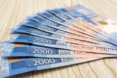2000 rublos - dinheiro novo da Federação Russa, que apareceu em 2017 Fotos de Stock