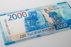 2000 rublos - dinheiro novo da Federação Russa, que appeare foto de stock