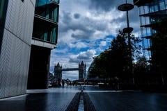 Rubriek aan de torenbrug - Londen stock afbeelding