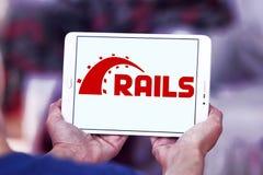 Ruby en logotipo del marco de la aplicación web de los carriles Foto de archivo