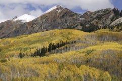 Ruby Mountain Range durch Kebler-Durchlauf Colorado Stockfotografie