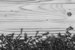 Śruby na drewnianym stole obrazy stock
