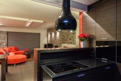 Rubyhuset - beskåda från kök arkivfoton