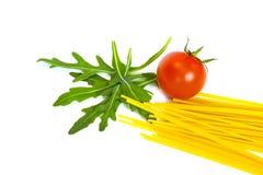 Ruccola, ντομάτα και spagetti που απομονώνονται Στοκ εικόνα με δικαίωμα ελεύθερης χρήσης