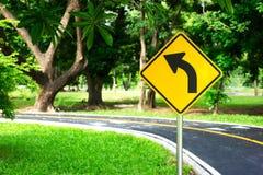 Ruchów drogowych rozdroży symbole na ładunku & znak Fotografia Stock