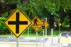 Ruchów drogowych rozdroży symbole na ładunku & znak Zdjęcie Royalty Free