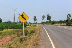 Ruchów drogowych singnals na wiejskiej drodze Tajlandia Zdjęcia Stock