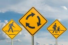 Ruchów drogowych znaków niebo obraz royalty free