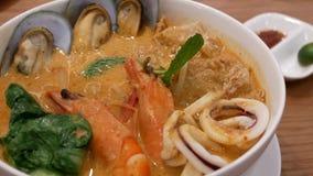 Ruch chili krab na stół inside restauraci zbiory