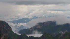 Ruch chmury nad lato skłonami Adygea Bolshoy, formacja i zbiory wideo