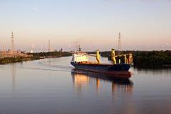 Ruch denni handlowi statki, holowniki i Beaumont, Teksas zdjęcia stock