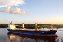 Ruch denni handlowi statki, holowniki i Beaumont, Teksas zdjęcie royalty free