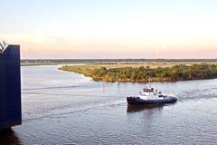 Ruch denni handlowi statki, holowniki i Beaumont, Teksas zdjęcia royalty free