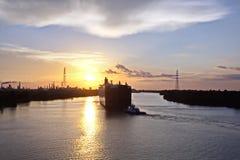 Ruch denni handlowi statki, holowniki i Beaumont, Teksas obraz royalty free