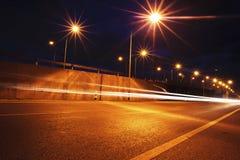 Ruch drogowy autostrady drogowy wieczór po zmierzchu Obrazy Royalty Free