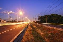 Ruch drogowy autostrady drogowy wieczór po zmierzchu Fotografia Stock