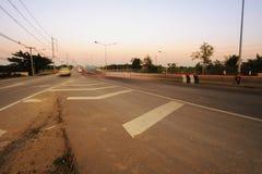 Ruch drogowy autostrady drogowy wieczór po zmierzchu Fotografia Royalty Free