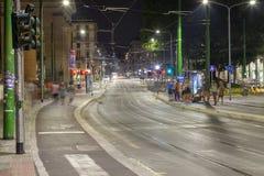 Ruch drogowy, Mediolański miasto, lato noc koloru córek wizerunku matka dwa Obrazy Royalty Free